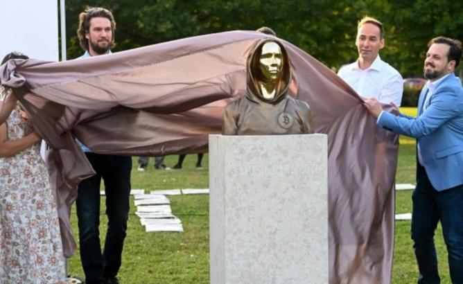 ساخت مجسمه ساتوشی ناکاموتو در مجارستان